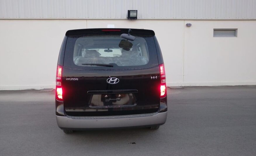 HYUNDAI H1 WITH SUNROOF (BLACK) 2020