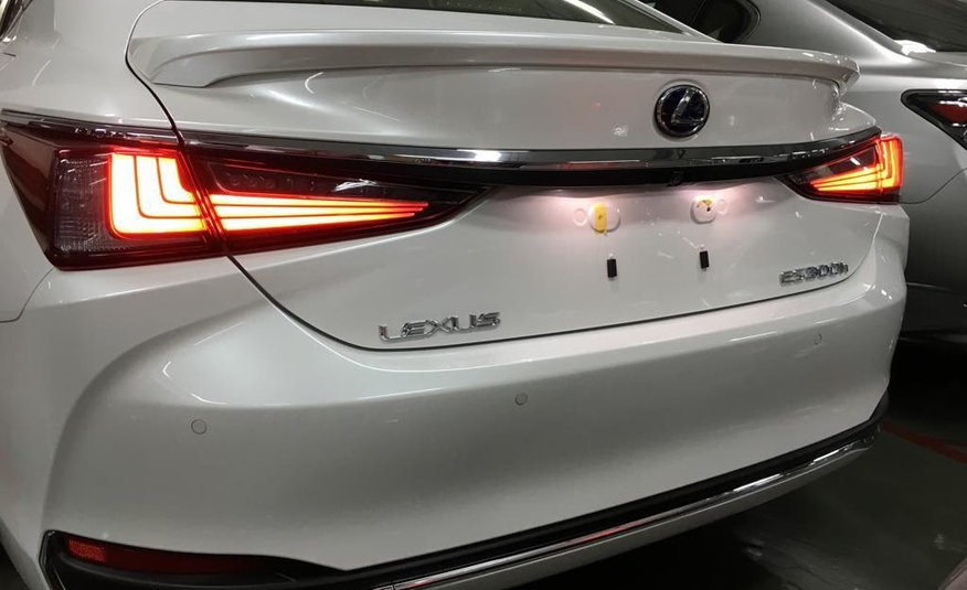Lexus Es 2020 In Depth Review See If It S Better Than A Bmw 5 Series Youtube
