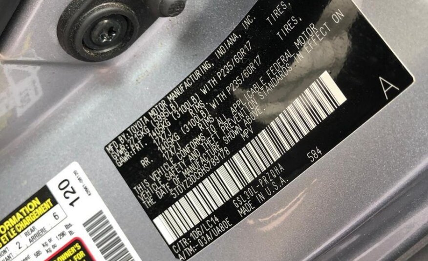 TOYOTA 8 SEATS 2017 (AFTER REPAIR)