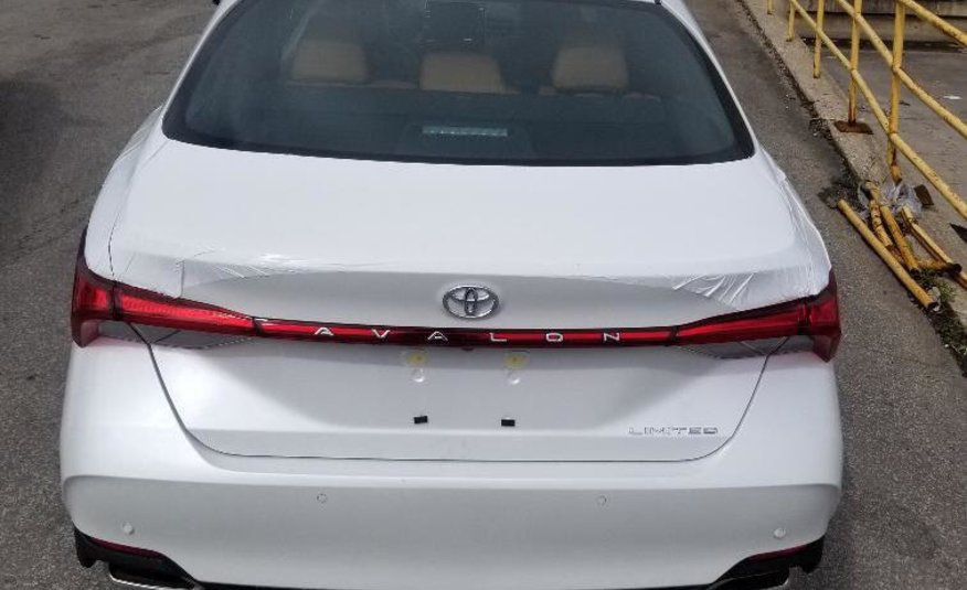 TOYOTA AVALON LTD 2020